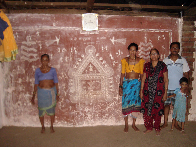 Indian ethnic warli madhubani paintings the artist with warlis in their cottage altavistaventures Image collections